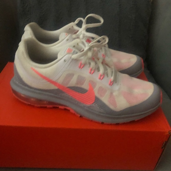 Nike women's air max dynasty 2 size 9
